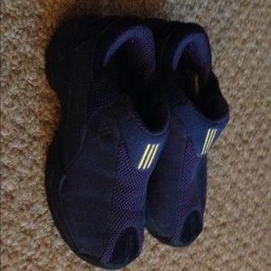 Women's purple adidas tennis shoes size 5.5. Cool